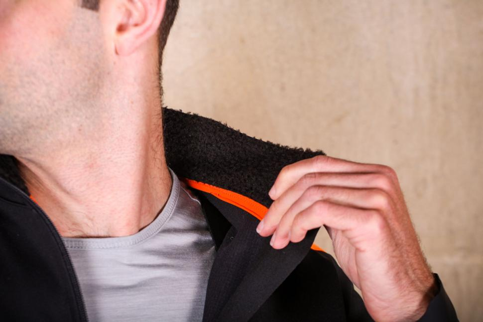 Santini Vega Xtreme jacket - collar inside.jpg