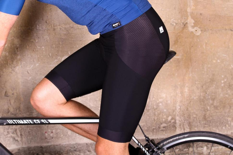 santini_365_mago_2.0_bibshorts_-_riding.jpg