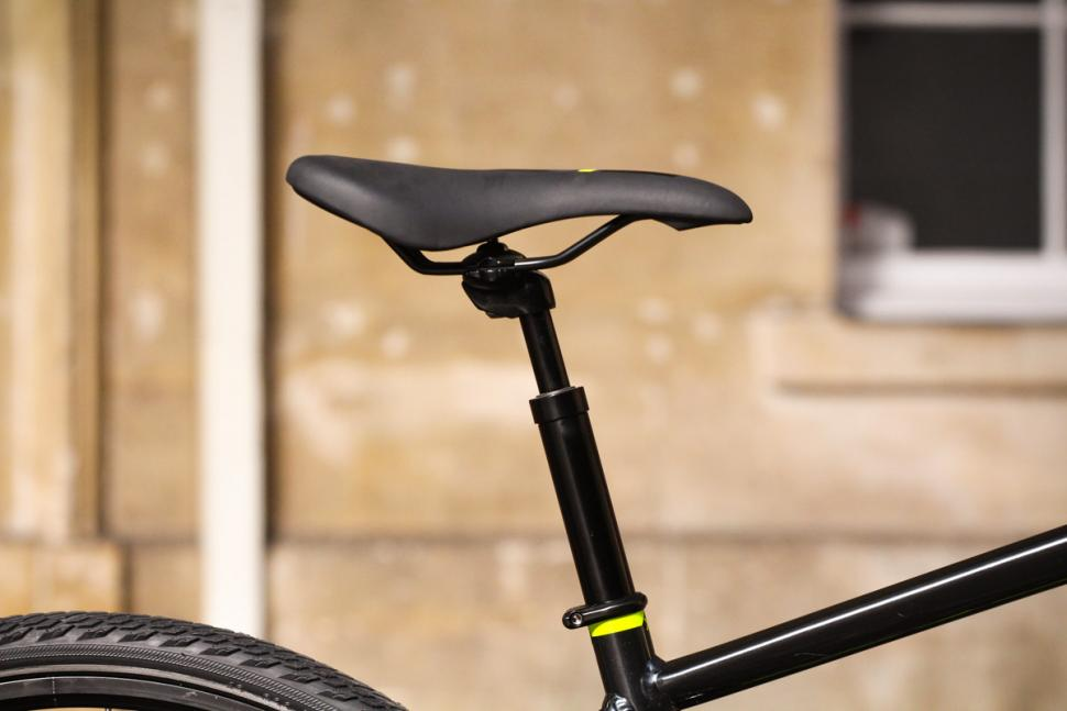 Saracen Urban Cross 3 - saddle and post.jpg