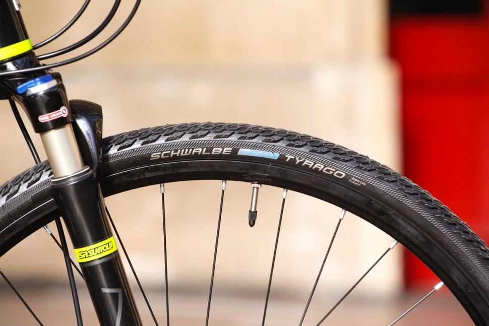 Saracen Urban Cross 3 - tyre.jpg