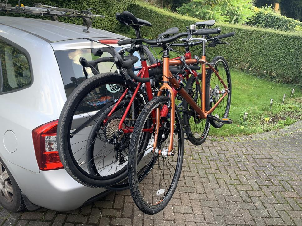Saris Bones EX3 loaded with 3 bikes 2.jpg