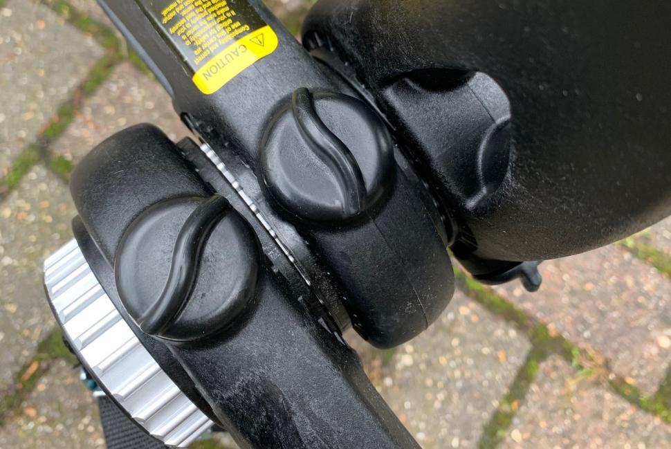 Saris Bones EX3 locking buttons.jpg