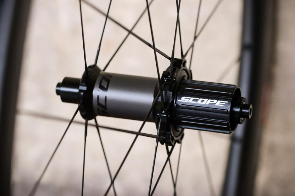 Scope R4C wheels - rear hub.jpg