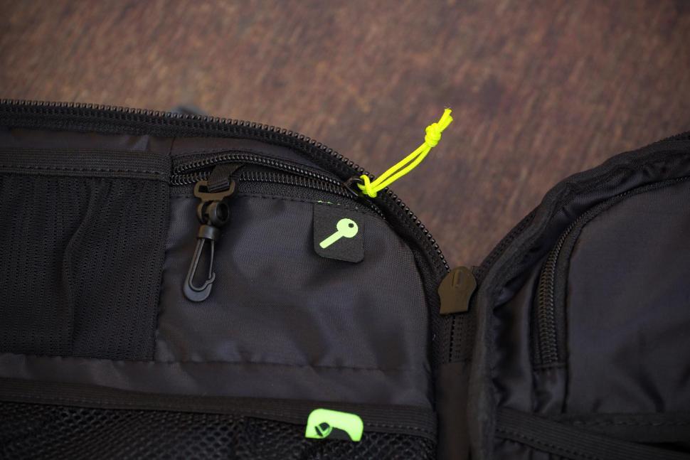 Scott Race Day 60 backpack - key compartment.jpg