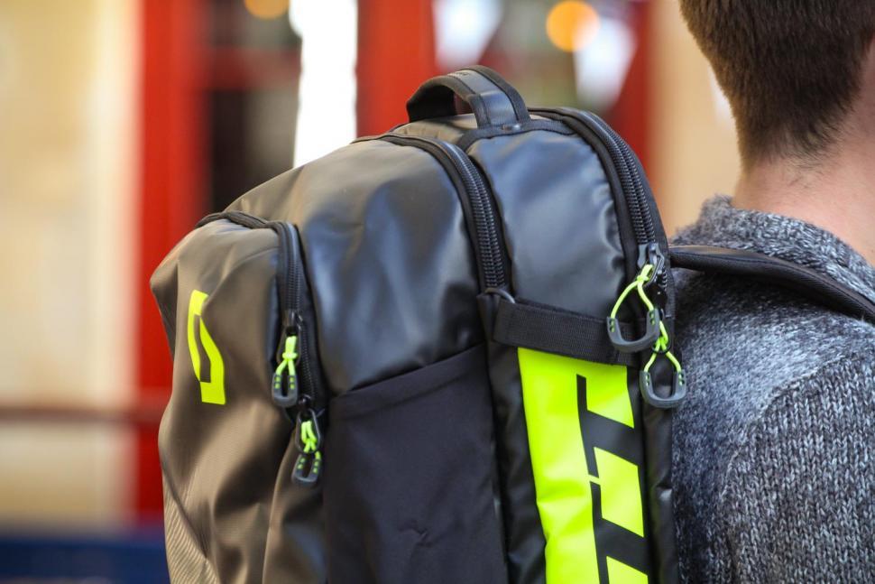 Scott Race Day 60 backpack - sections.jpg