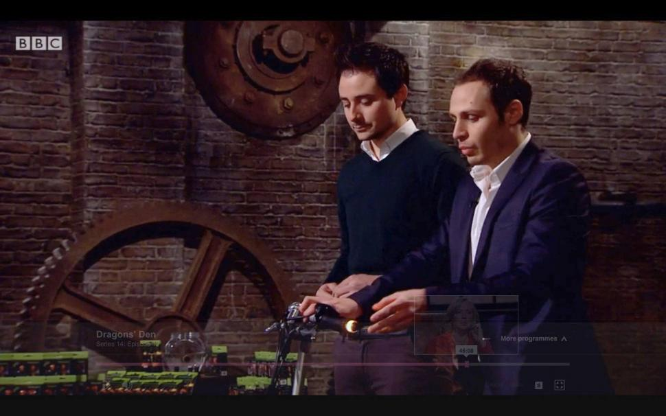 Luca Amaduzzi and Agostino Stilli pitch at the dragons (Screenshot from BBC Dragons' Den)