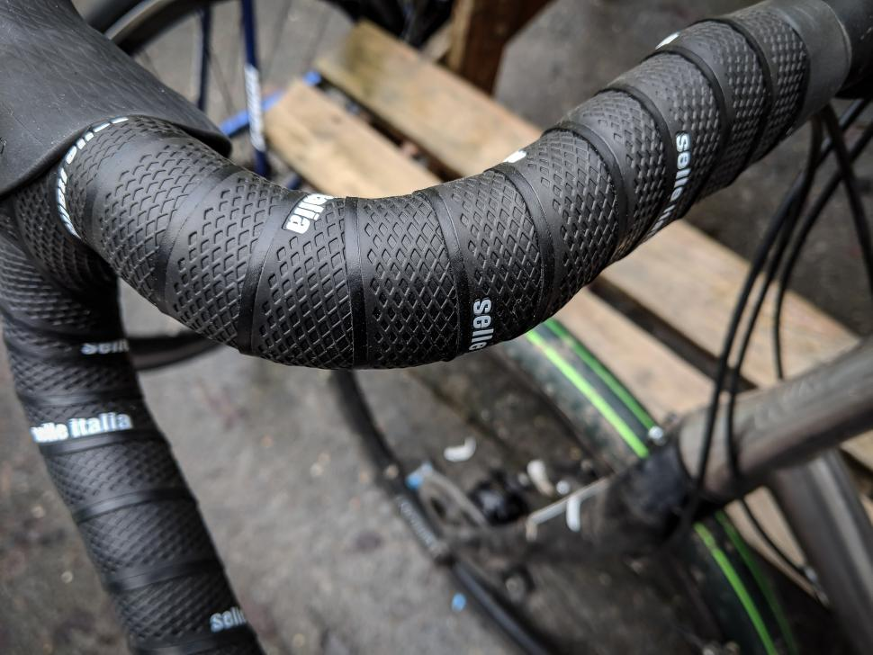 Selle Italia Shock Absorber Kit - fitted close up.jpg