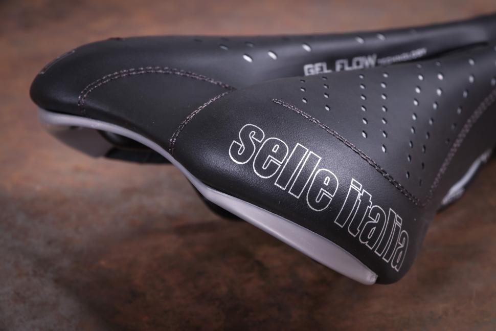 Selle Italia Sport Gel Flow FEC-Alloy saddle-3.jpg