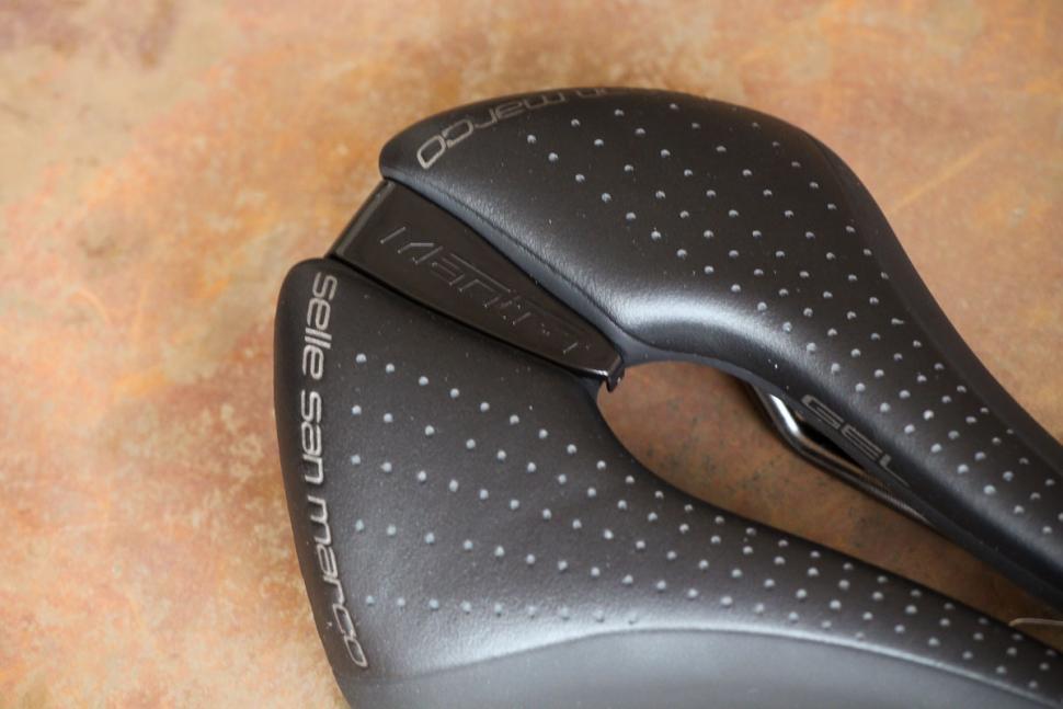 selle_san_marco_mantra_supercomfort_racing_saddle_-_detail.jpg