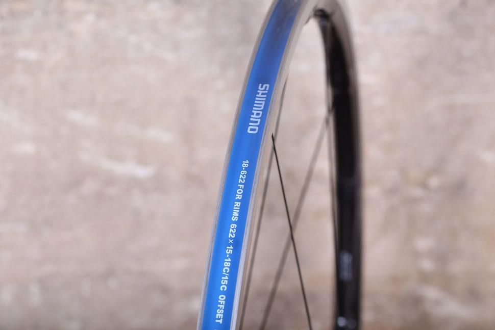 Shimano Dura Ace C24 Carbon Clincher wheelset - rim bed.jpg