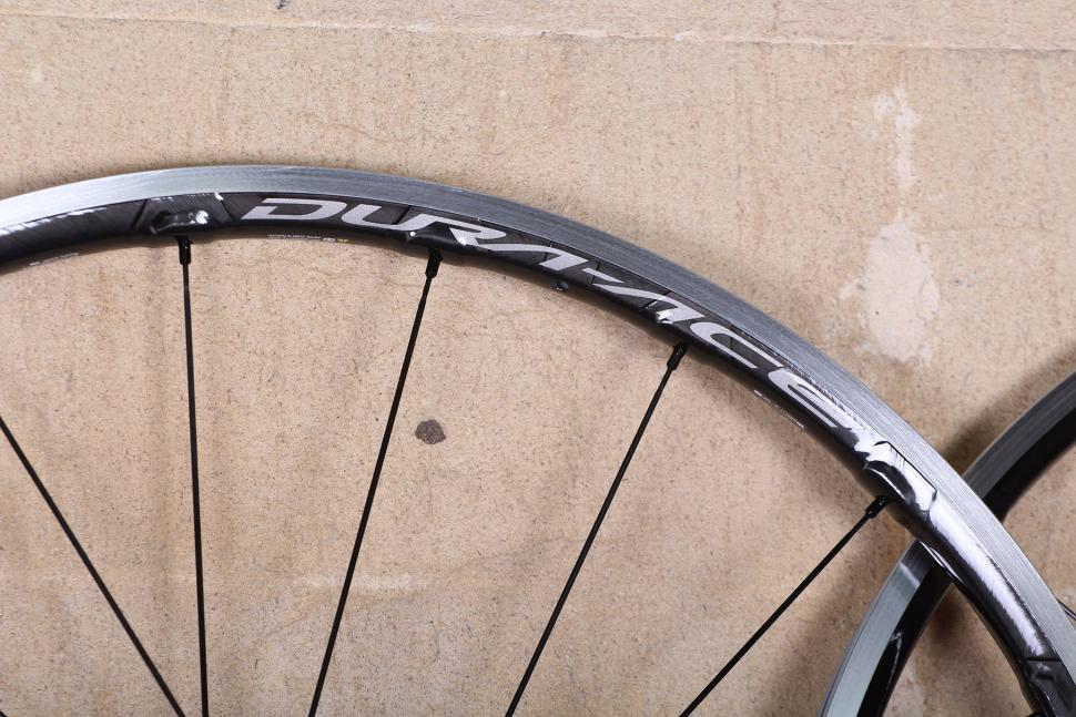 Shimano Dura Ace C24 Carbon Clincher wheelset - rim detail.jpg