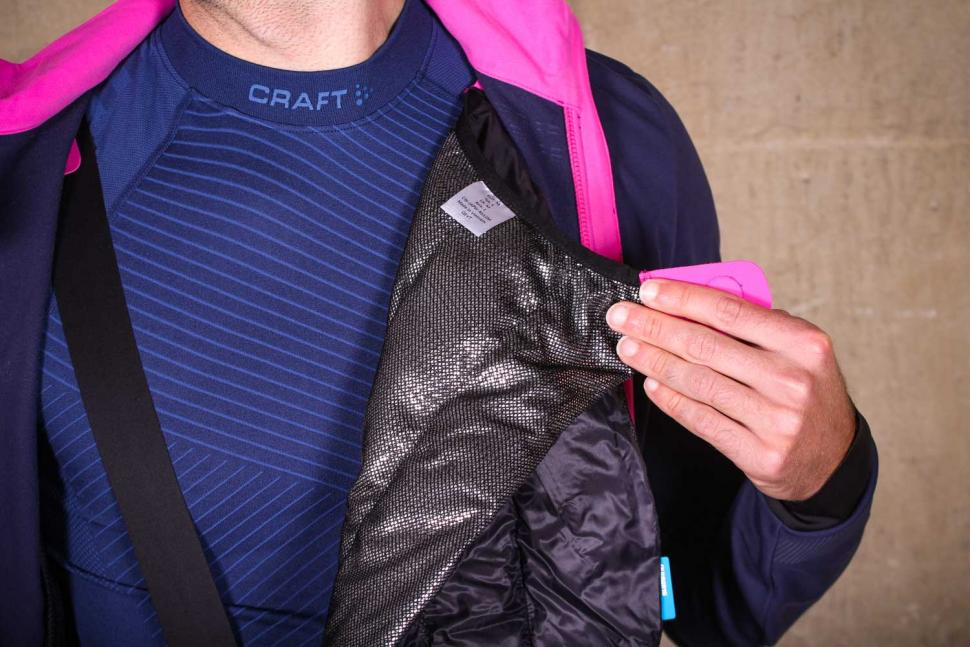 Shimano Evolve Wind Jacket - chest insulation 3.jpg