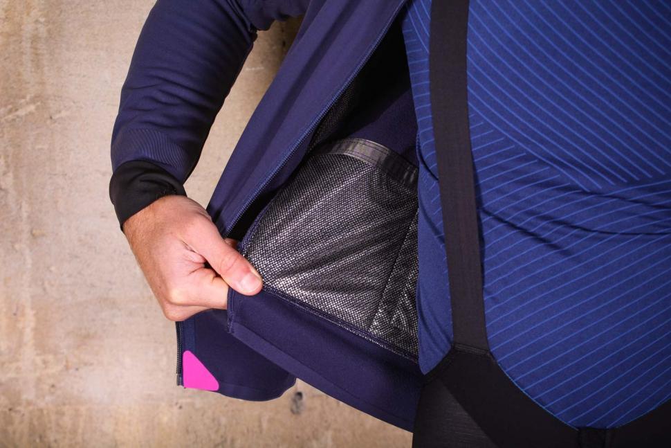 Shimano Evolve Wind Jacket - insulated pockets.jpg