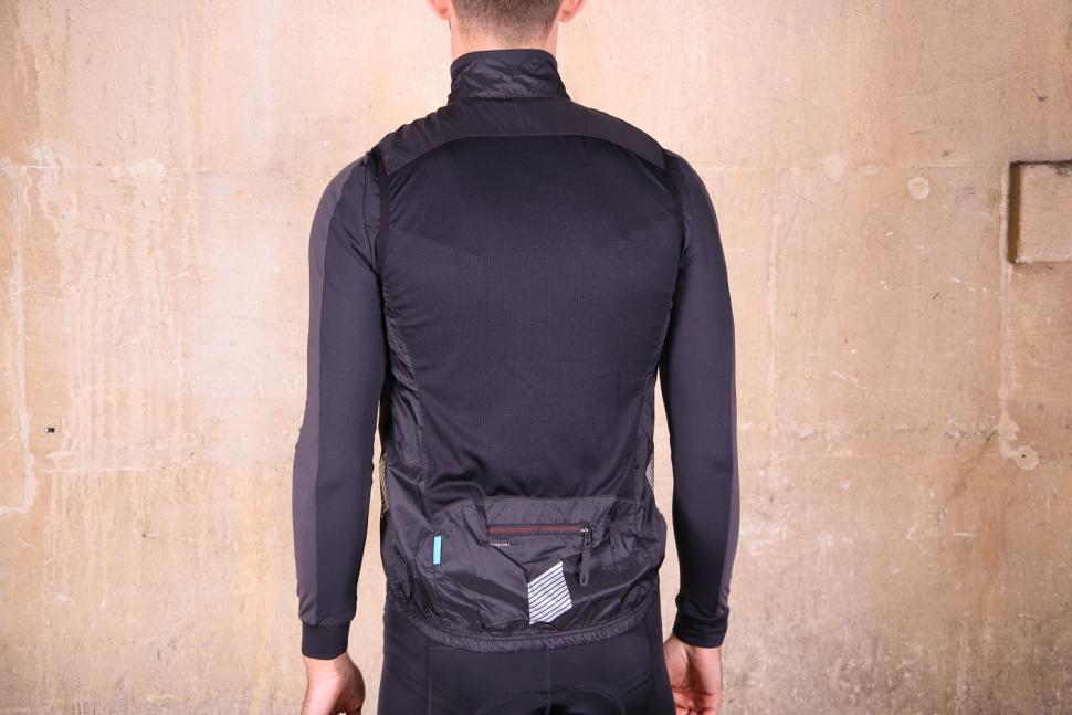 Shimano Mens Compact Wind vest - back.jpg