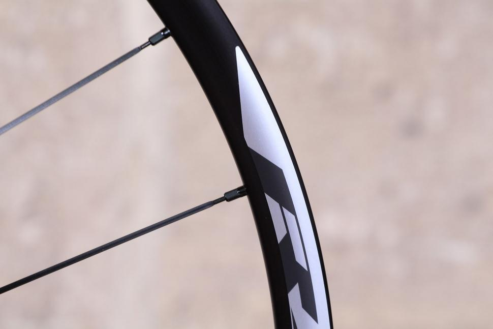 Shimano RX31 wheelset - spoke nipples.jpg