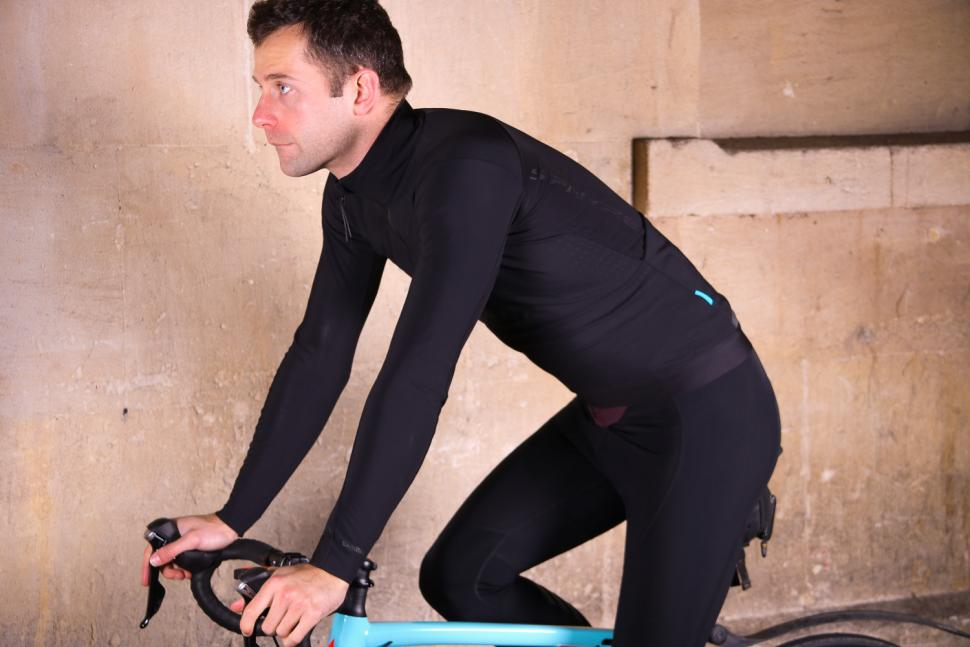 Shimano S-Phyre Windresistant Jersey - riding.jpg