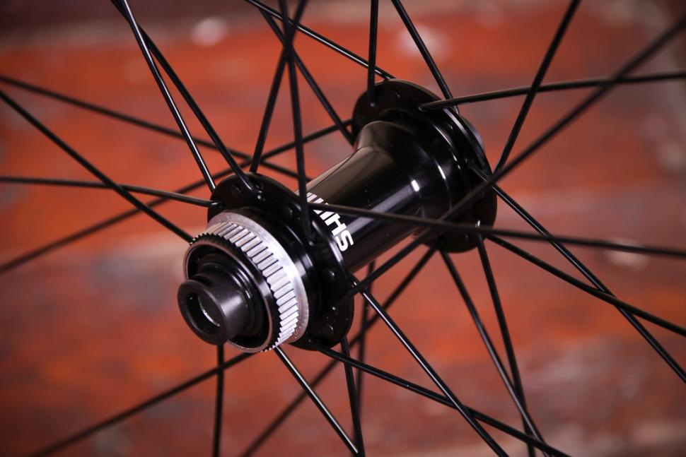 Shimano WH-RS170 Clincher wheelset - front hub 2.jpg