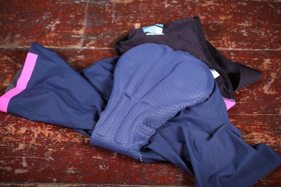 shimano_evolve_bib_shorts_-_pad.jpg
