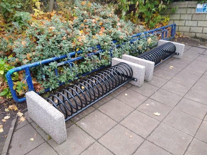 Shit bike rack (via Horsham District Cycling Forum on Twitter)