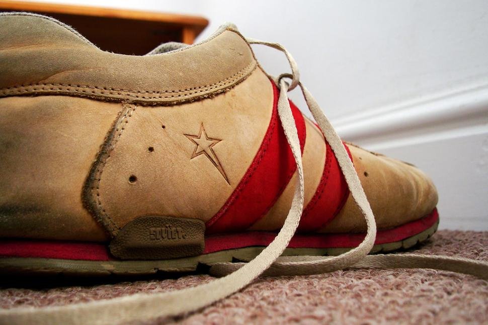 Shoelaces (licesed CC BY-SA 2.0 by Warrenski on Flickr)