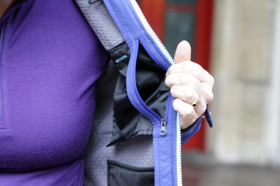 Showers Pass Womens Rogue Hoodie - inside pocket.JPG