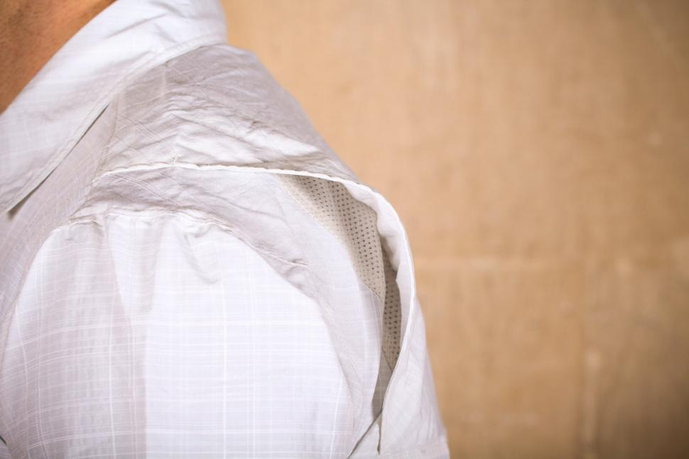 showers_pass_mens_scout_shirt_short_sleeve_-_back_vent.jpg