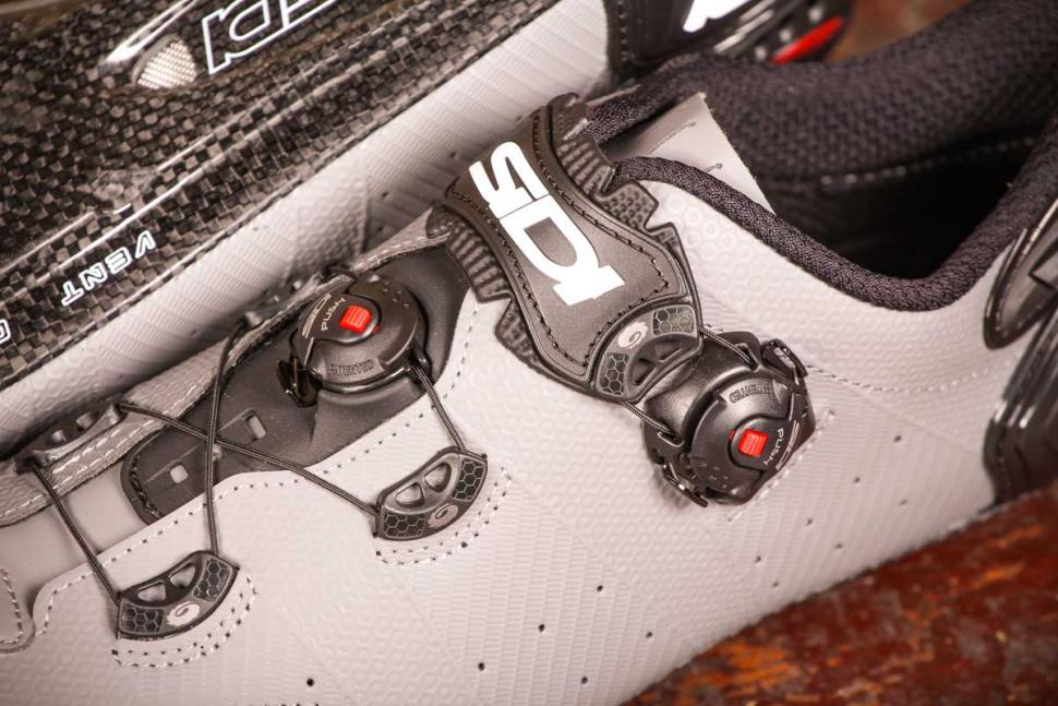 sidi_wire_2_matt_carbon_shoes_-_ratchet_system.jpg