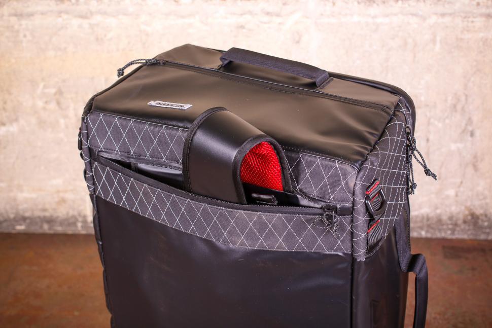 Silca Maratona Gear Bag - straps opening.jpg