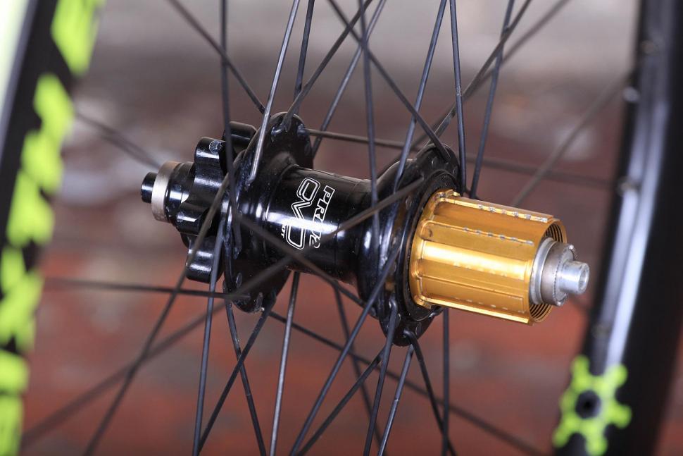Sixth Element SE25 Cross-Gravel wheelset - rear hub.jpg