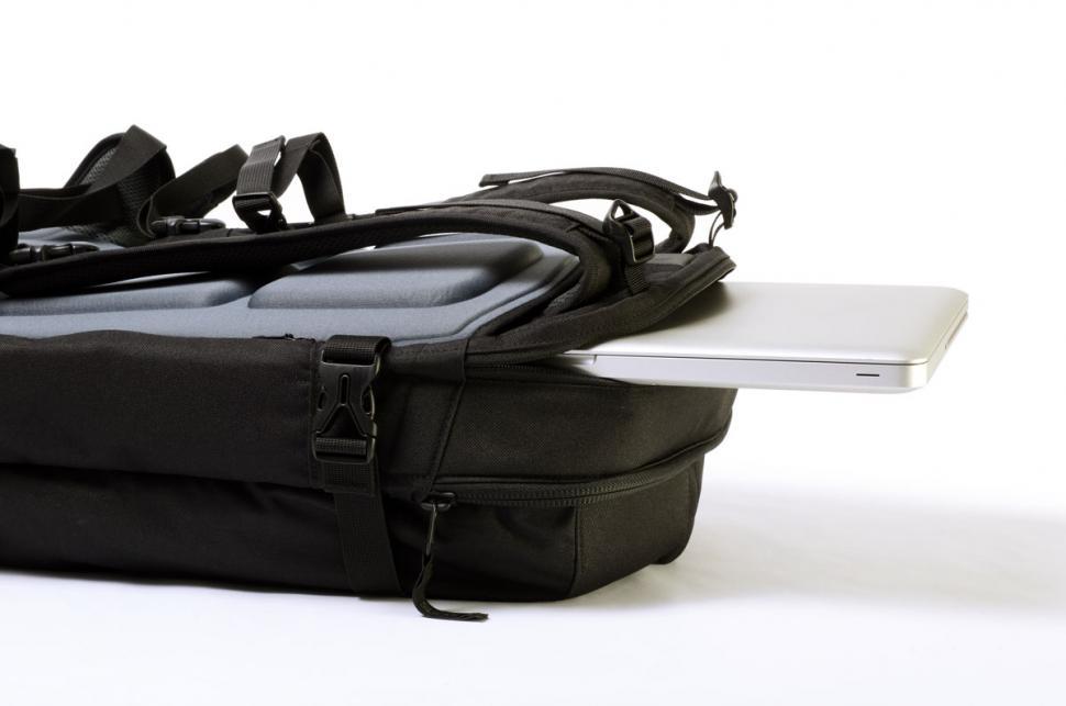 Slicks Travel System - Laptop.jpg