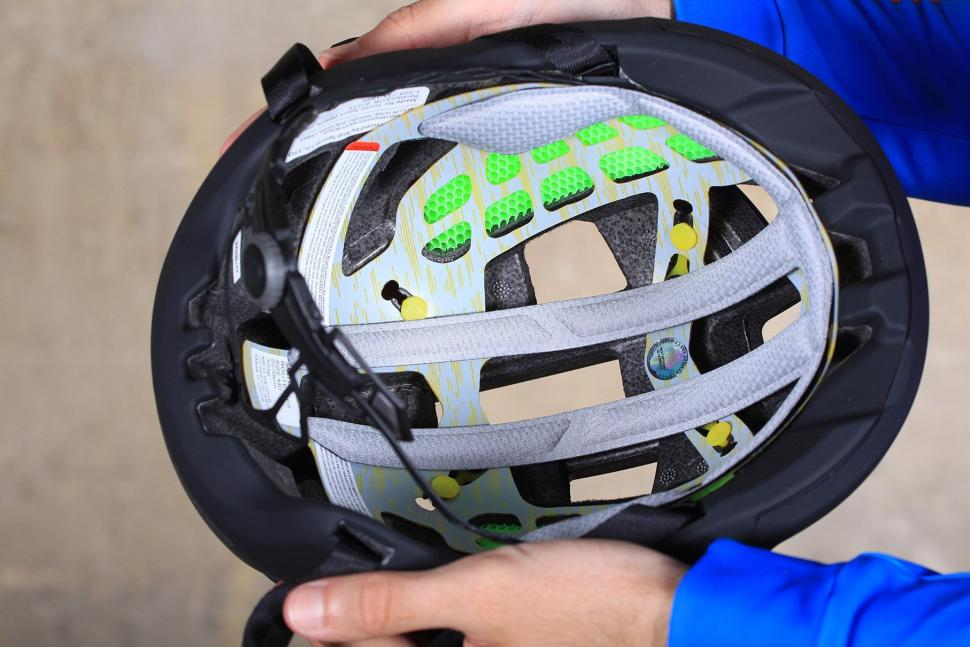 Smith Route Mips helmet - inside.jpg
