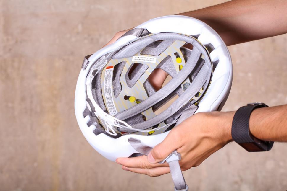 smith_portal_cycle_helmet_-_inside.jpg