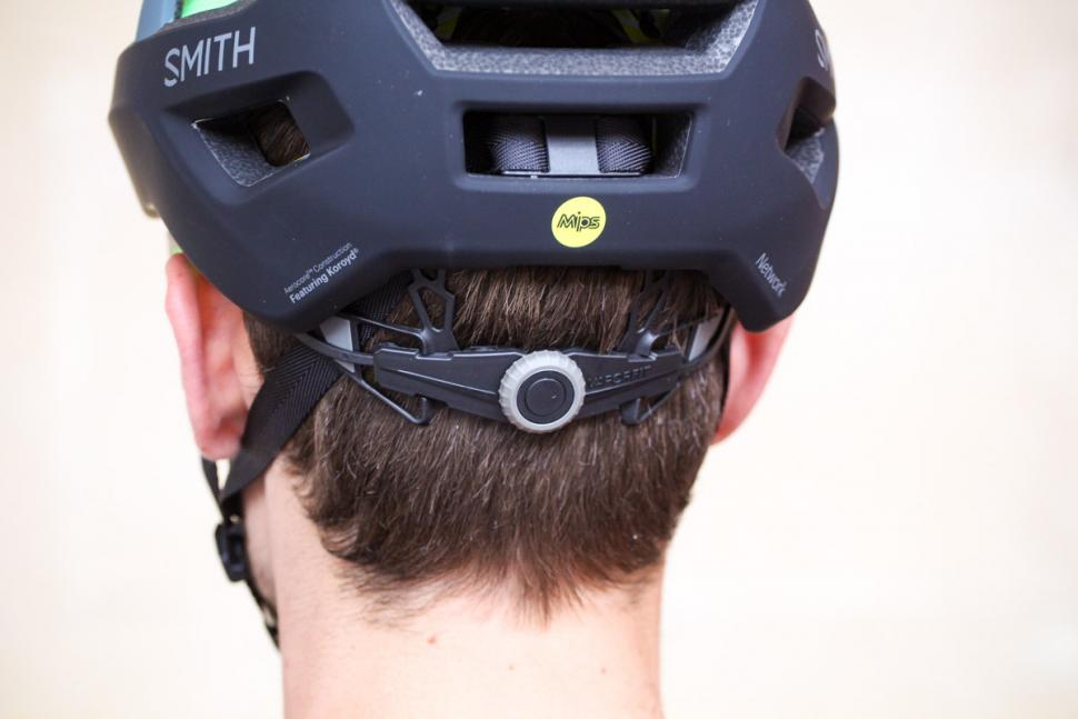 smith_network_helmet_-_tension_system