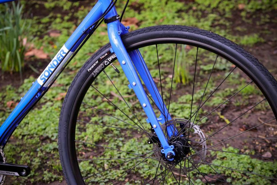 Sonder Santiago Rival22 Hydraulic - fork.jpg