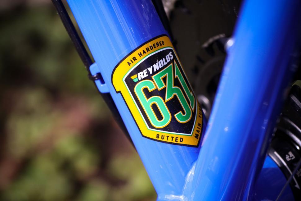 Sonder Santiago Rival22 Hydraulic - frame sticker.jpg