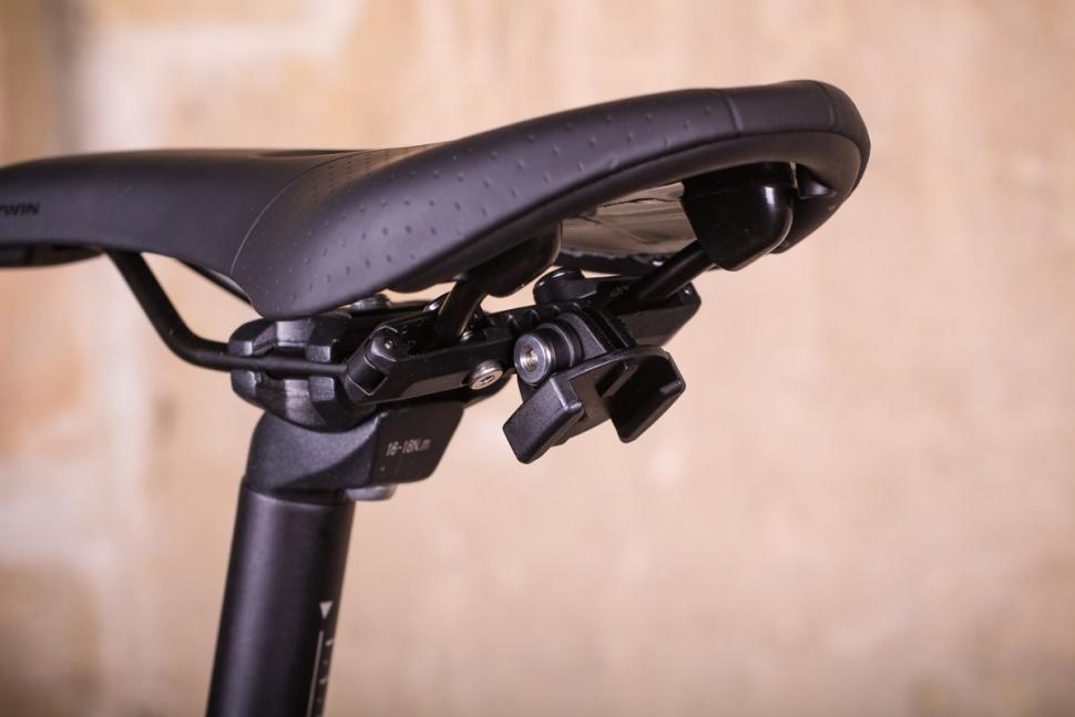 SP Connect Saddle Case Set - mount.jpg