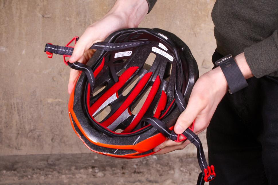 Specialized Align Helmet Gloss Red Fade - inside.jpg