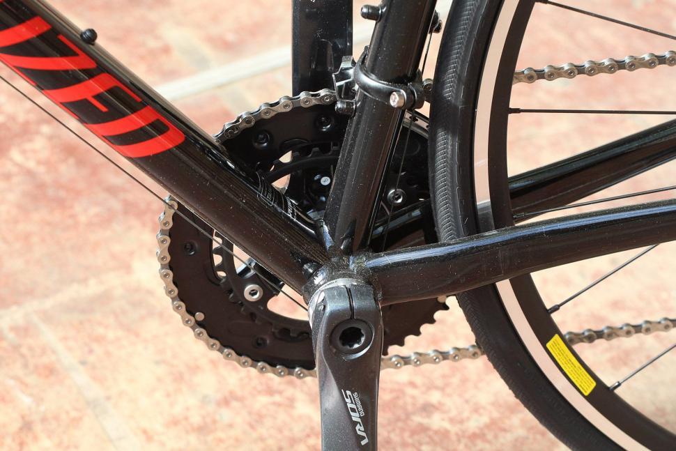 Specialized Allez E5 - bottom bracket.jpg