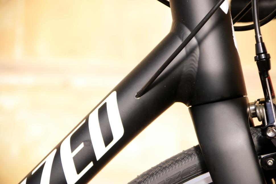 Specialized Allez Elite - cable route.jpg