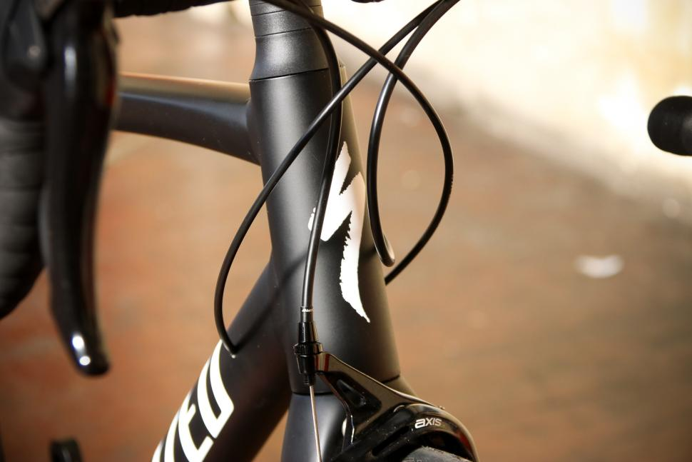 Specialized Allez Elite - head tube badge.jpg