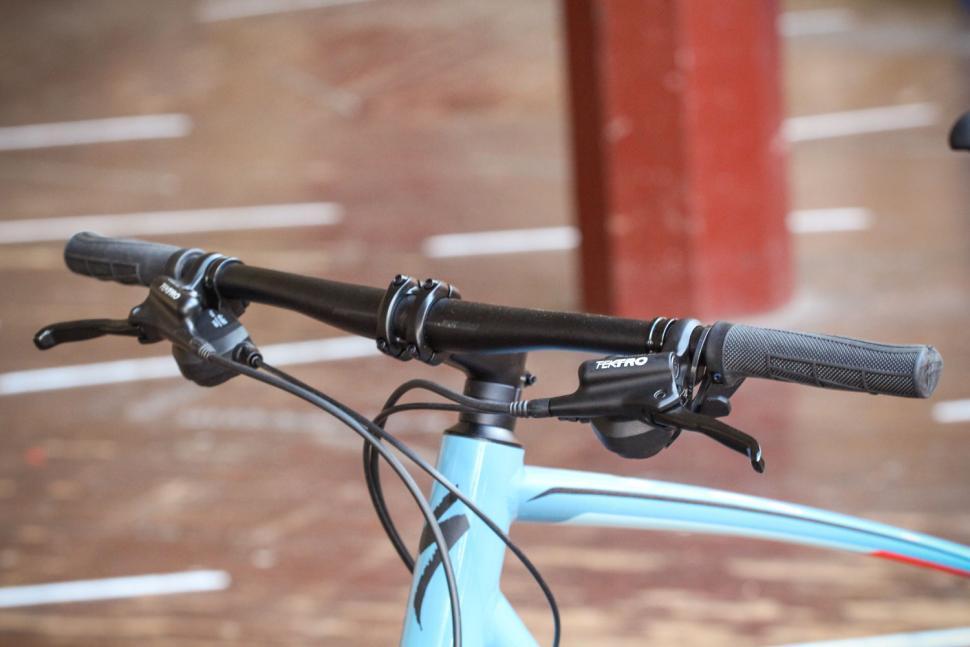 Specialized Crosstrail - bars.jpg
