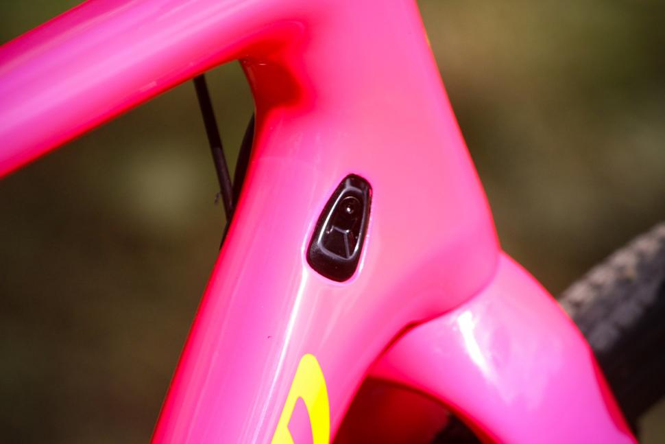 Specialized Crux Elite - cable route.jpg
