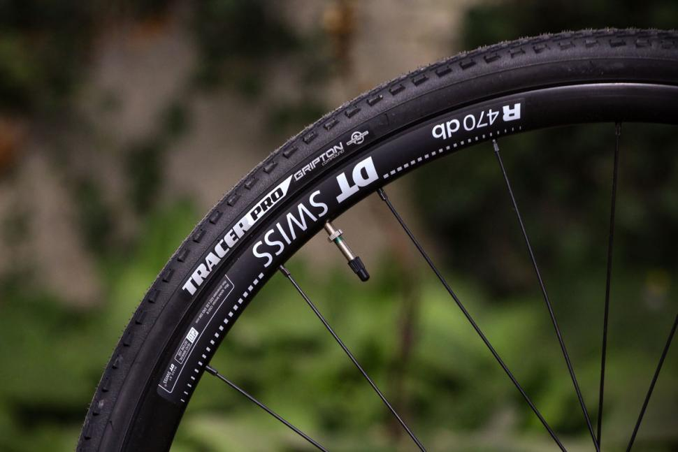 Specialized Crux Elite - tyre and rim.jpg