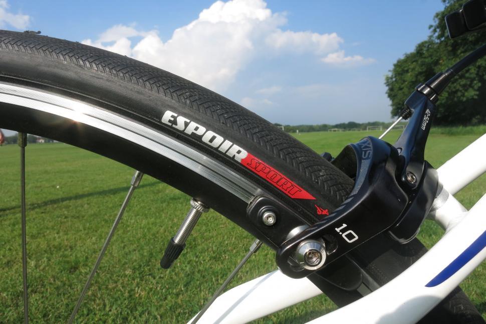 Specialized Dolce - tyre.jpg