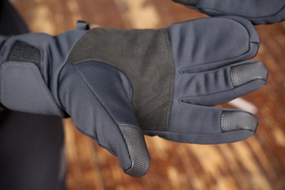 Specialized Element 2.0 gloves - detail 2.jpg