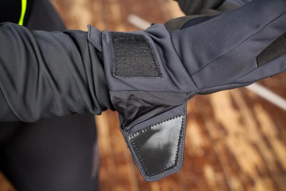 Specialized Element 2.0 gloves - detail 3.jpg