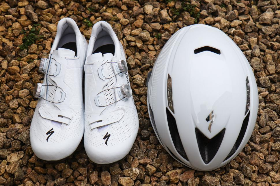 Specialized New Works Unboxing Evade shoes 7 helmet S aero and HDIWE92