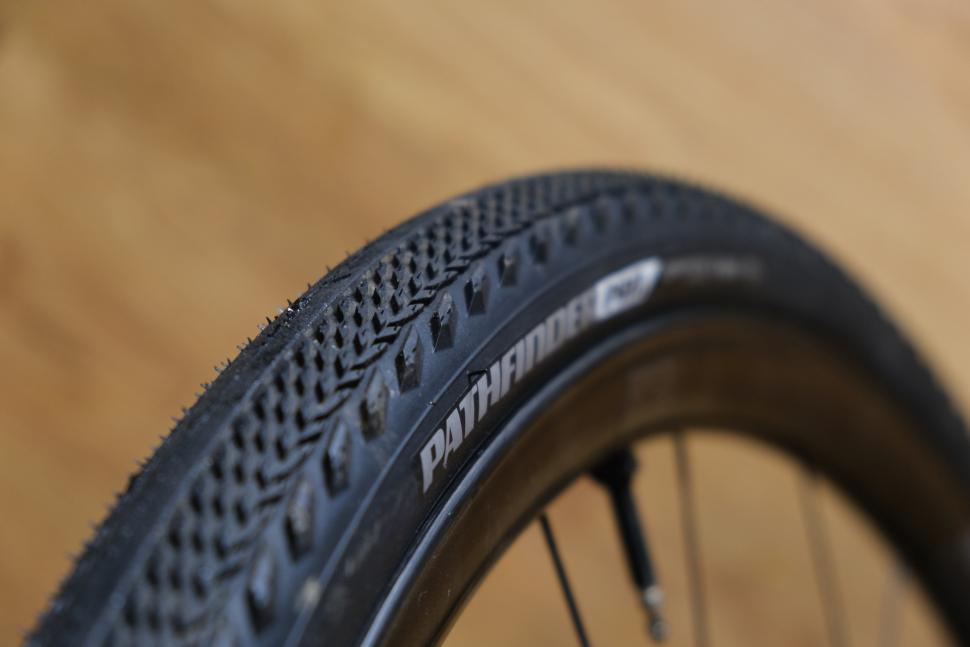 Specialized Pathfinder Pro 2Bliss Ready tyres3.JPG