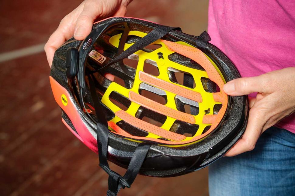 Specialized Prospero III with ANGI helmet - inside.jpg
