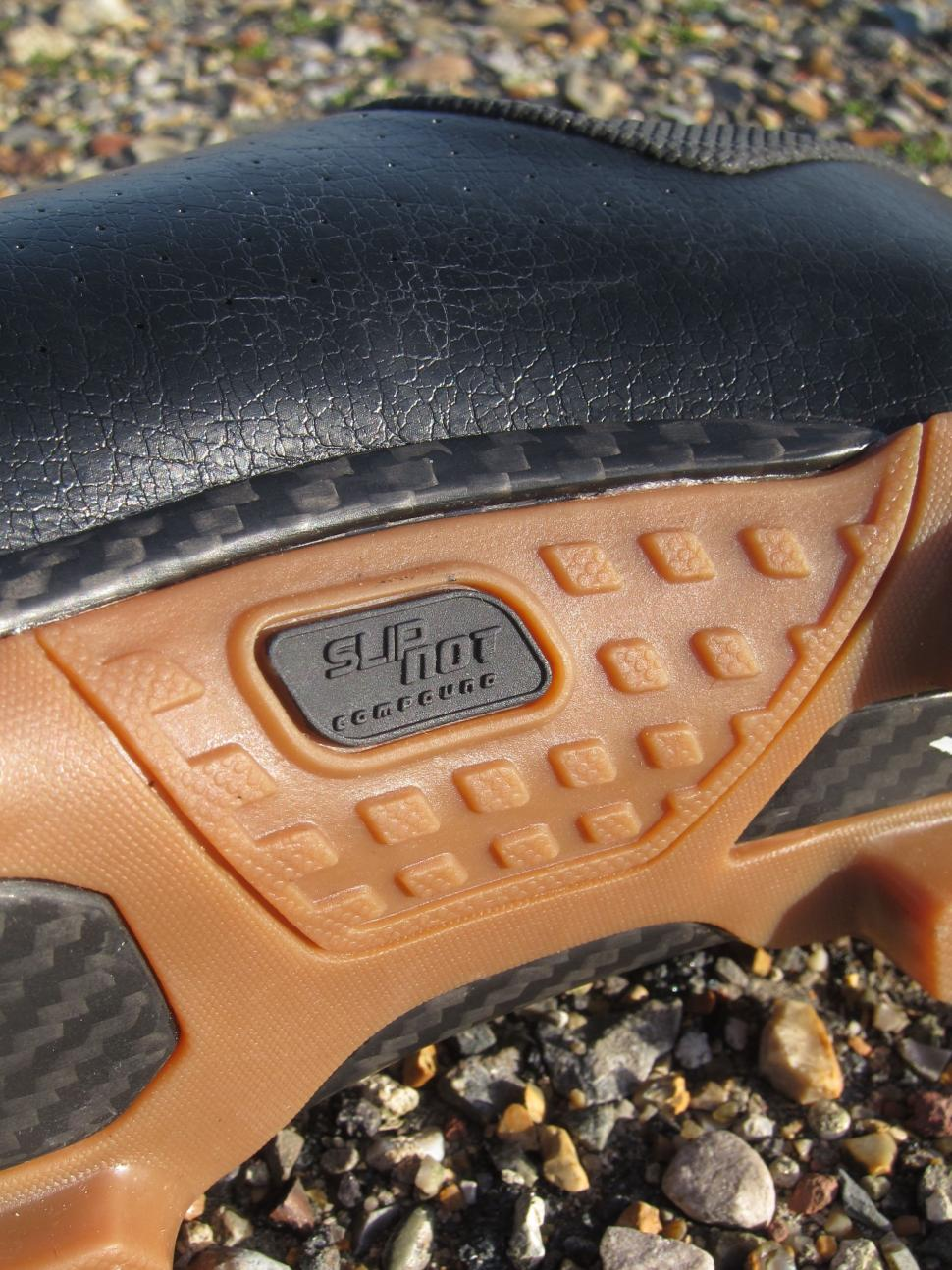 Specialized Recon Mixed Terrain Shoes - Mid Sole Grip.jpg